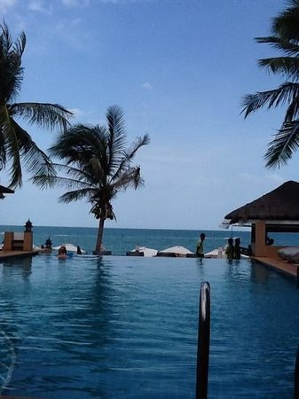 Samui Jasmine Resort: view from the pool