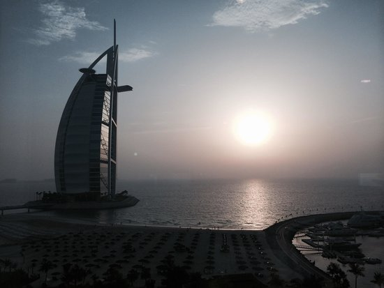 Jumeirah Beach Hotel: Hotel room view at sunset