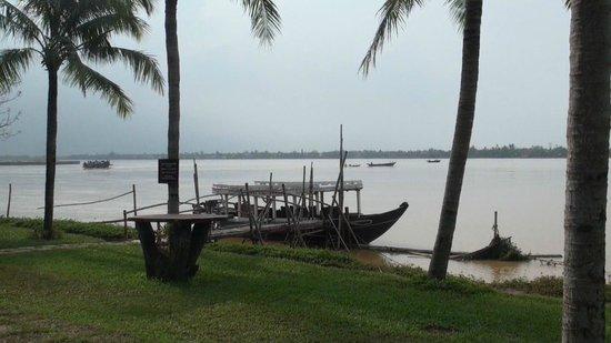 Vinh Hung Riverside Resort: Río Thu Bon