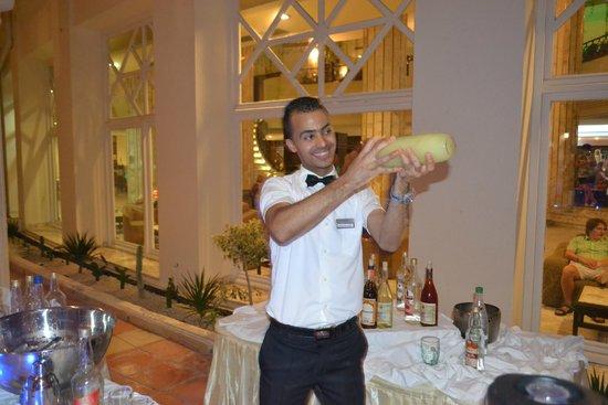 Riadh Palms Hotel: fantastische coctailboy Mohamed