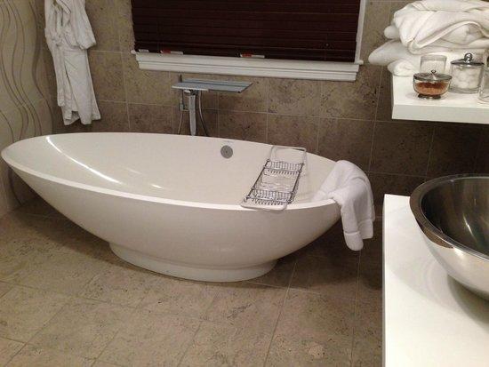 Inn BoonsBoro: the fabulous tub