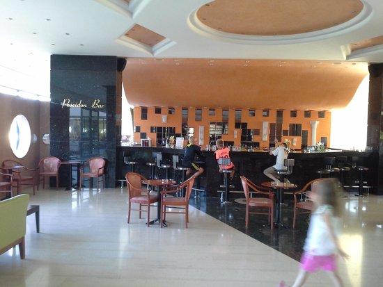 Royal Belvedere : bar in hotel