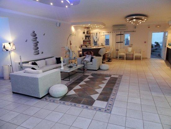 Dream Island Hotel: the lobby