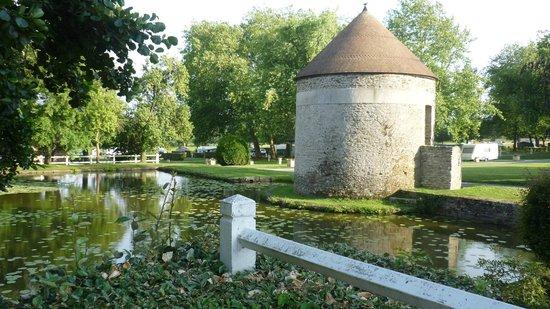 Chateau de Lez-Eaux: Grounds
