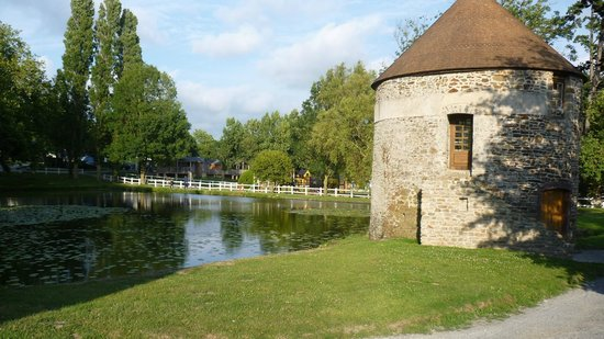 Château de Lez-Eaux : Fishing Lake