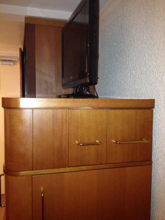 Novotel Cannes Montfleury: Tacky and damaged fittings