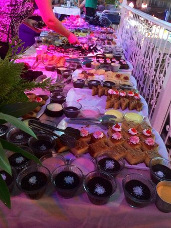 Karbel Hotel: Puddings BBQ night