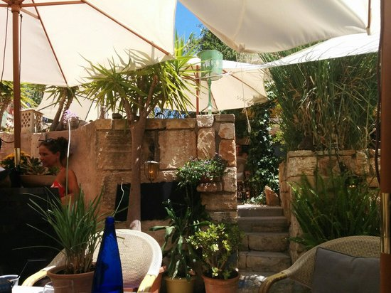 Cafe Pablo: The garden area is divided by walls to create a nice separated dining area