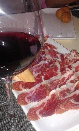 Arbeletxe: Entrantes y vino