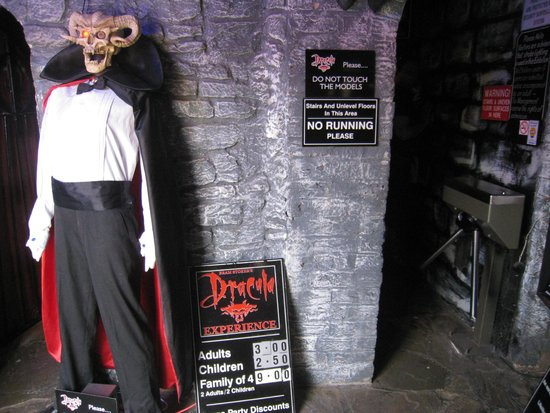 Dracula Experience: Entering the gates...