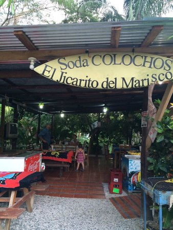 Soda Colochos : Outdoor seating but comfortable with an evening breeze