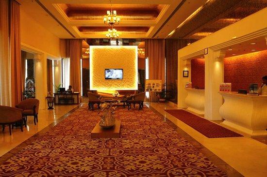 Ramada Udaipur Resort and Spa : Lobby & Reception