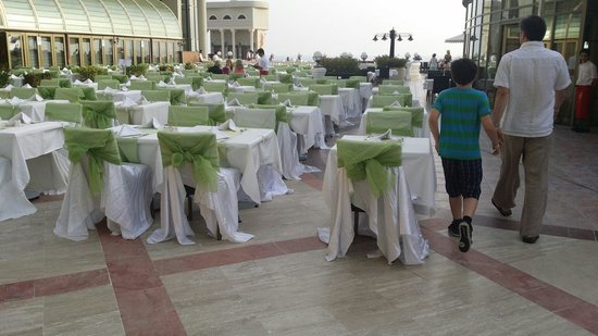 Crystal Sunrise Queen Luxury Resort & SPA: Tables laid out for dinner