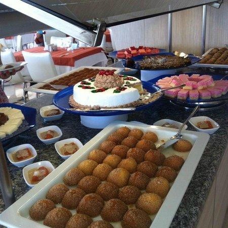Club Hotel Falcon : dessertenbuffet