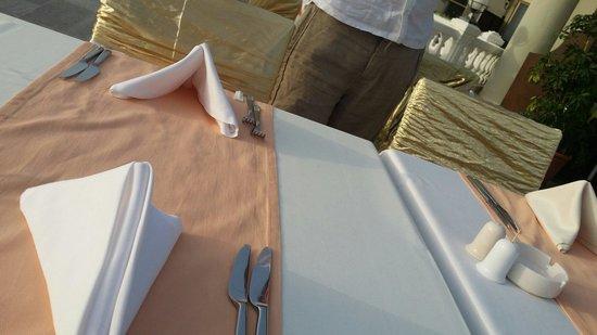 Crystal Sunrise Queen Luxury Resort & SPA: Tables for dinner