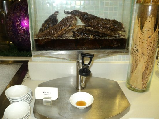 Eastin Grand Hotel Saigon: Honey Dispenser with Honeycomb