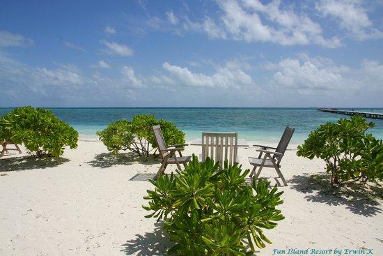 Fun Island Resort: Sea View from Envashi Bar