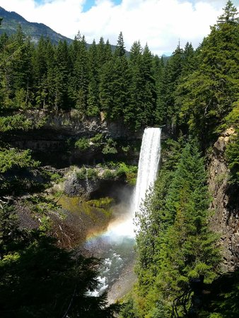 Sea to Sky Highway: Brandywine Falls