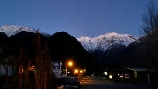 Bella Vista Motel Franz Josef Glacier: Good morning Franz Josef! This is 7am during winter.
