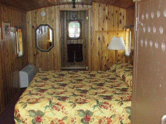 Railroad Park Resort: Surprisingly nice room