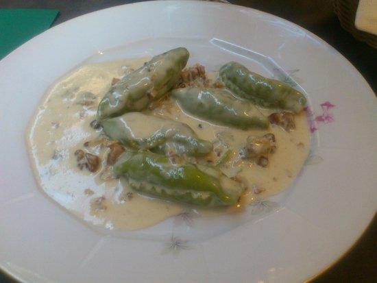 Ristorante Tre Re: Homemade : Caramelle verdi al gorgonzola e noci (with parmesan cheese inside, gorgonzola, walnut