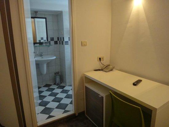 Hotel Slavija: Desk