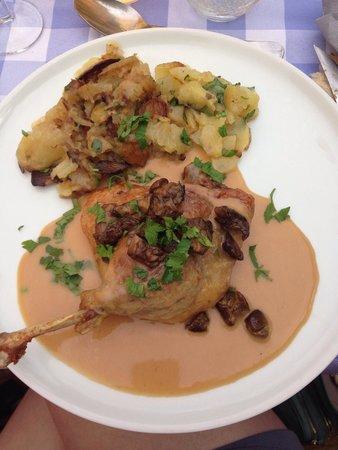 Auberge La Ferme du Brusquand : Un plat du menu à 24€. Le confit au four