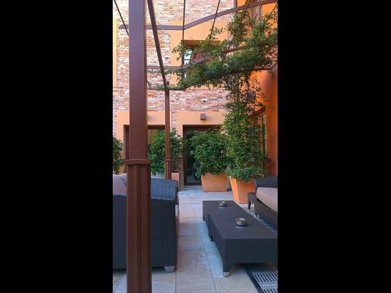 LaGare Hotel Venezia - MGallery by Sofitel : Courtyard...you can breakfast here too.