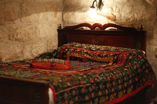 Jerusalem Hotel: Hand knitted bed linens