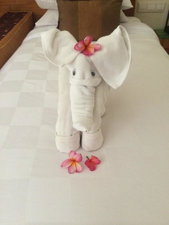 Rama Garden Hotel Bali : Elephant towel creation