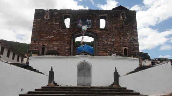Our Lady of Rosario: A inconlusa igreja do Rosário dos Pretos