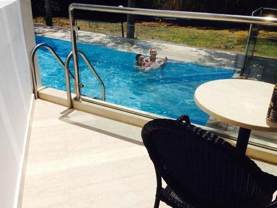 Mitsis Faliraki Beach Hotel : Balkongen och poolen