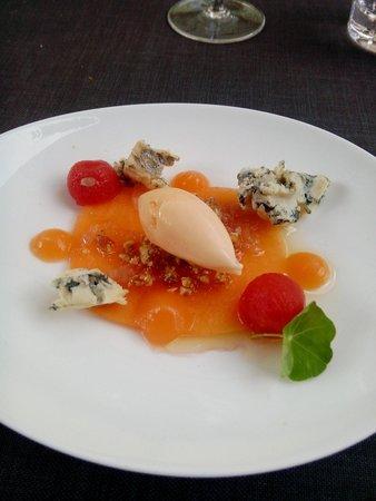 Speisemeisterei: Teil des Menüs: Melone mit Walnuss und Blauschimmelkäse