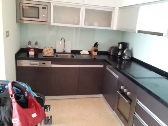 Oakwood Residence Hangzhou: nice kitchen