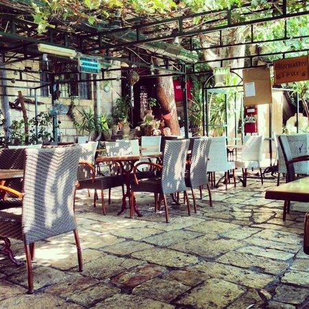 Jerusalem Hotel: Garden/ Restaurant