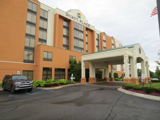 Hyatt Place Auburn Hills: Hotel entrance
