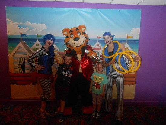 Cala Gran Holiday Park - Haven: meeting ringmaster rory and clowns