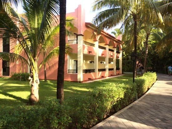 Hotel Riu Tequila: View of rooms/building.
