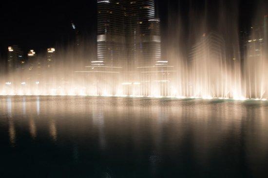 La Fuente de Dubai: поющие фонтаны вечером