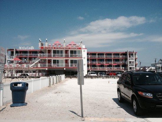 Matador Oceanfront Resort: View of motel from bike trail