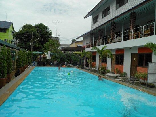 P.U. Inn Resort : Piscina del hotel