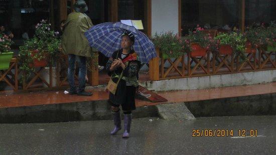 Elysian Sapa Hotel: Black Hmong woman in the rain