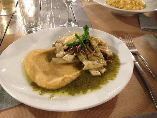 Argonauta Restaurant: Calamars au pistou purée fèves