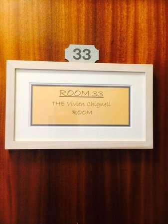 Chy-An-Albany: Vivien Chignell must have been a midget to stay in this room