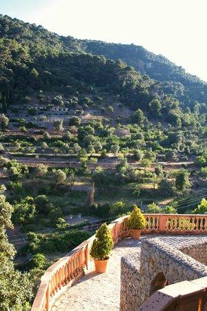 Valldemossa Hotel : view from terrace - dinner