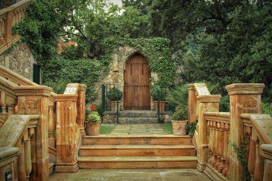 Valldemossa Hotel: entrance to a room