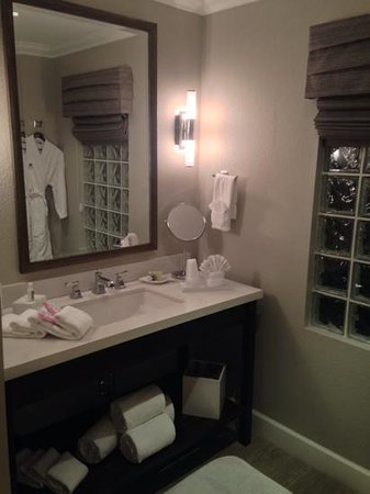 Almond Tree Inn: bathroom