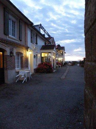 Royal Albion Hotel: Отель вечером