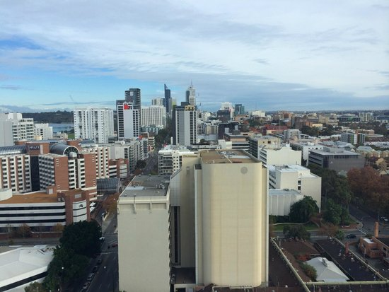 Fraser Suites Perth: Day view from top floor room towards Perth city