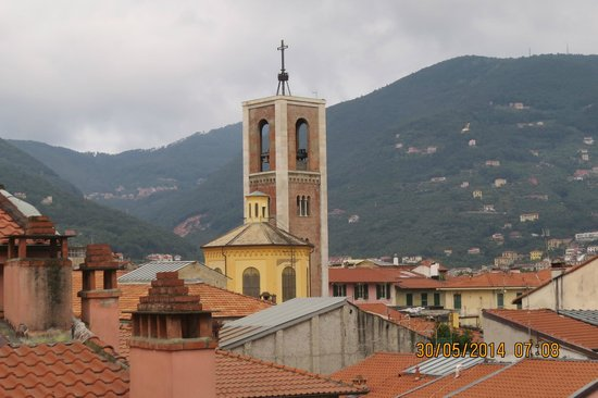 CDH Hotel La Spezia: The view from the huge balcony on floor 6.